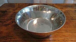 Metal Bowl / Bol en métal