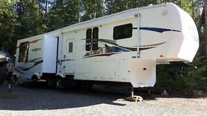 FOR SALE - BIGHORN 3370 RL 5th WHEEL  IN EXCELLENT CONDITION