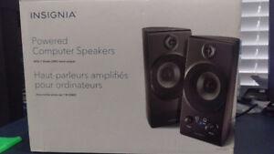 Insignia 2.1 Computer Speaker System NS-PCS40 w/ipod Dock
