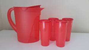 TUPPERWARE Pitcher w Cups (NEVER USED)