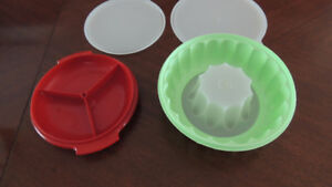 2 tupperwear DISHES