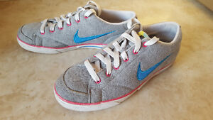 *FOR SALE* WOMEN'S NIKE SHOES