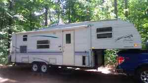 Prowler 2000 bunkbed 8 places Fifthwheel