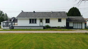 BEAUTIFUL SPACIOUS WELL MAINTAINED BUNGALOW! LOW MAINTENANCE!