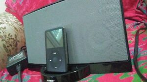 like new bose speakers and iphood with 80 gbts