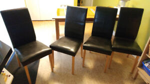 Set of 4 kitchen chairs