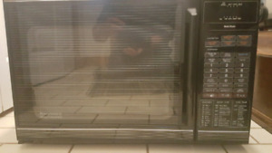 Microwave convection oven