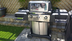 save $275- brand new Broil King BBQ