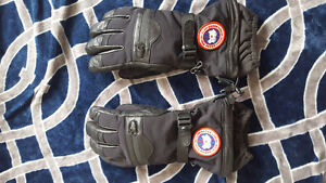 Canada Goose Gloves NEW