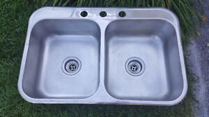 Evier double en stainless steel / double stainless steel sink