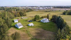 2 Storey on 26.51 Acres in Parkland County!