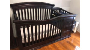 Baby crib all in one 3 drawers change table no matress