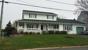 GREAT DEAL ON FAMILY HOME WITH IN_LAW SUITE ~ 369 Gaspé