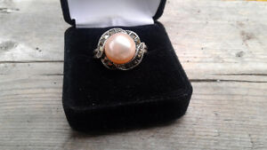 Georgeuos marcasite and pearl ring.