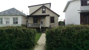 Rent Reduced - 2 Bedroom House w/ Garage in Kenilworth