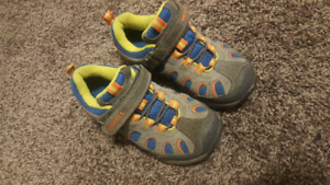 Merrell Hiking Shoes Boys size 13