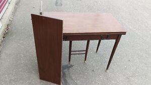 Vintage Expandable Dining Table with 2 leafs