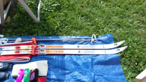 WOMEN'S WAX-LESS CROSS-COUNTRY SKI PACKAGE/Accessories