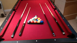 Pool Table w/4 Cues, Red Felt