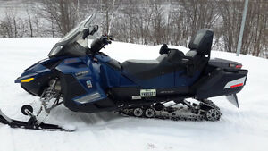A vendre  Skidoo Grand touring SE 4 temps 2011