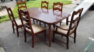 Broyhill - Dining room table set - 500