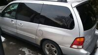 2003 Ford Windstar VHS AVEC TV ---------------------------NEGO--
