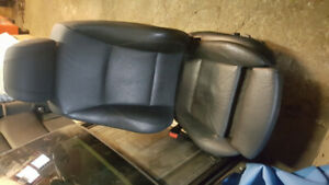 Siège / Seat BMW E90 sedan 335i . Cuir / sport/ electric