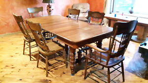 Beautiful Antique Oak Dining Table and 6 chairs Kingston Kingston Area image 1