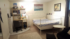 Sunny sublet super close to UVIC!