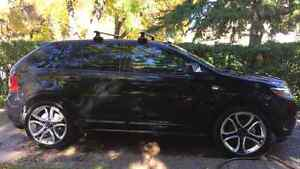 Thule Areo roof racks (set up for Ford Edge)