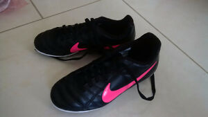 Nike Soccer Shoes Cleats -- Youth 13