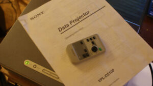 Sony projector VPL-DS100