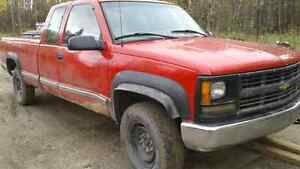 2000  chev 2500  4×4 extended cab long box new series E tires ,,