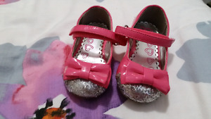 Girl shoes size 4