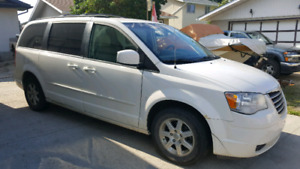 REDUCED 2008 Chrysler town and country touring