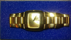 Gucci 8500l 18k gold plated timepiece