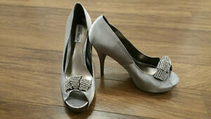 NEVER WORN STEVE MADDEN HOLIDAY HEELS: Grey Satin with Crystal