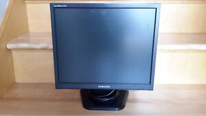 Samsung SyncMaster 712N 17 in LCD Monitor