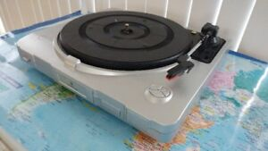 LP TURNTABLE ITUT-201 RECORD PLAYER WITH USB PORT