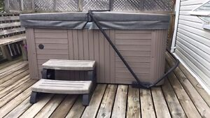 Excellent like new hot tub