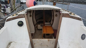 27 ft cataLina sailboat for sale