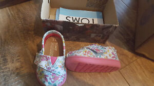 Baby girls shoes 3-6 months (toms and baby gap)