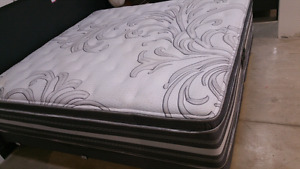 King size Mattress and boxes Beautyrest....