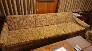 Sofa et deux chaises à donner