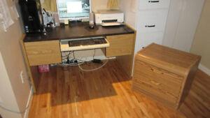 Bureau d'ordinateur avec bureau à 2 tiroirs