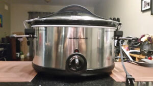 Slow Cooker (Hamilton Beach) - Like New!