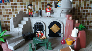 PLAYMOBILE SOLDIERS FORT WITH DUNGEON