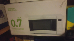 Everyday essentials microwave ( brand new)