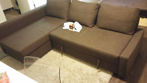 Bed or pullout couch near down town