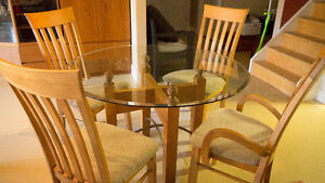 Glass Pedestal Dinning Table and 4 chairs London Ontario image 3
